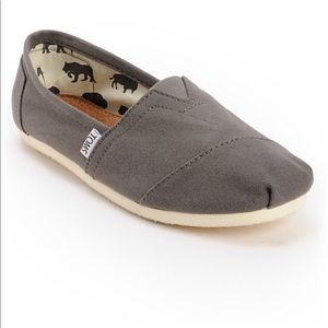 Toms men's classic canvas shoes size 11 NWT